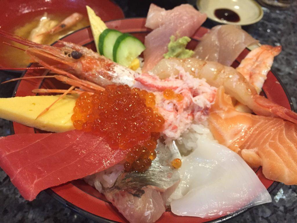 金沢ランチは近江町市場へ『近江町市場寿し』で海鮮丼!