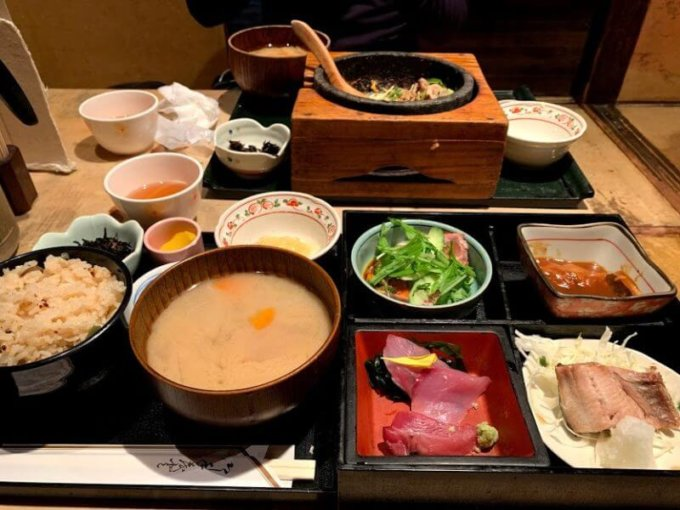『海遊山楽 ゆう 銀座店』安くてボリューム満点の和食ランチ