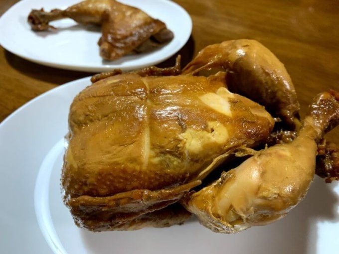 『クロサワ本店』スパイシー若鶏の丸焼きはビールのおつまみに最高!