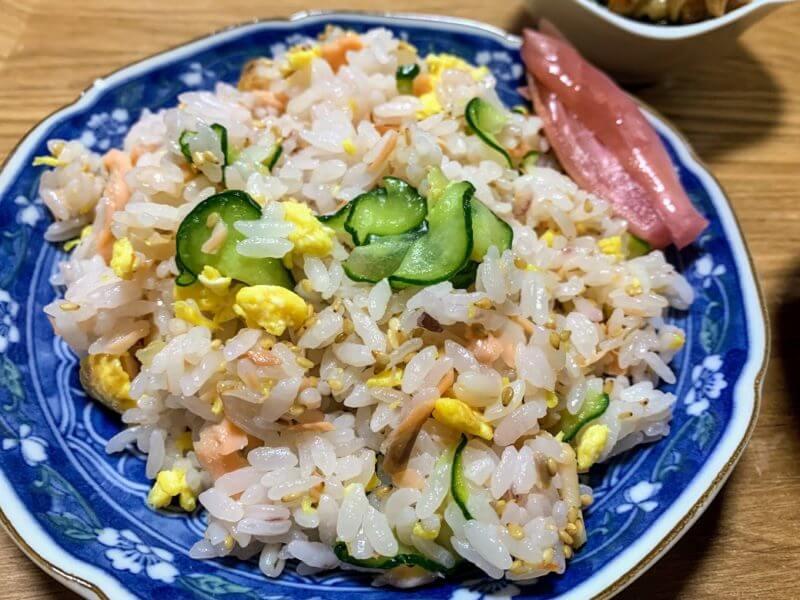 鮭と卵ときゅうりの混ぜ寿司