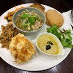 『マンゴツリーカフェ』上野駅直結で便利。タイの人気料理ランチ