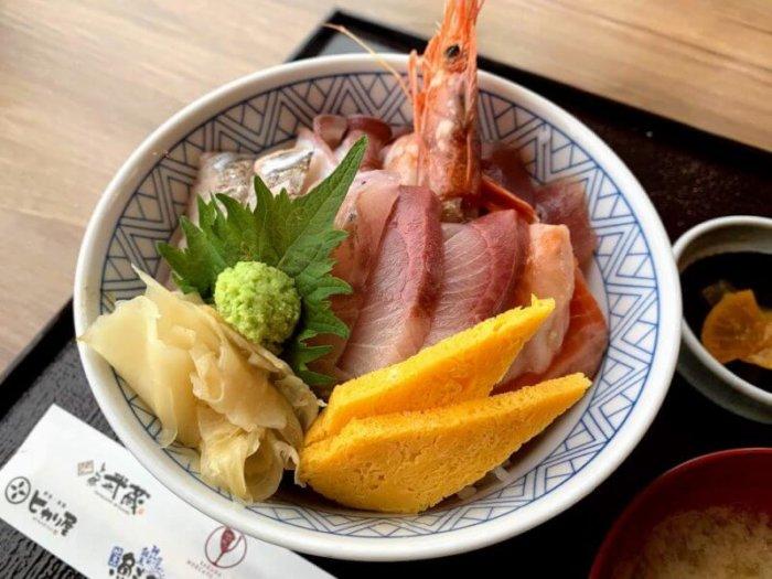 『鮮魚・釜飯 ヒカリ屋 柏高島屋ステーションモール店』で鯖焼き定食と海鮮丼