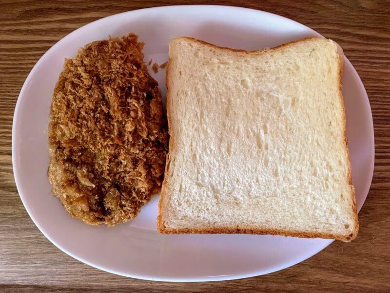 メンチカツと食パン
