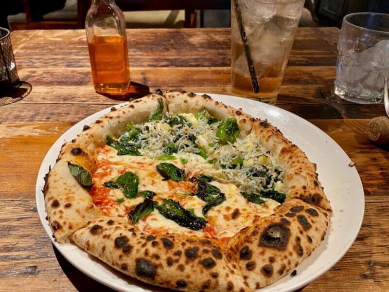 『ラ ココリコ 渋谷 (LA COCORICO)』焼きたてピザと野菜たっぷり前菜付きランチ
